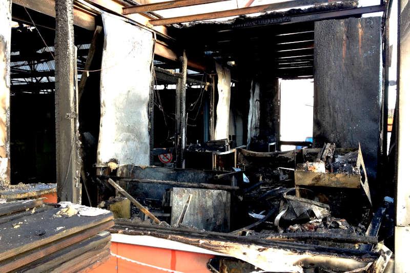 intérieur d'une maison incendiée et contre expertise